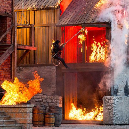Stunts der Störtebeker Festspiele in Ralswiek auf Rügen